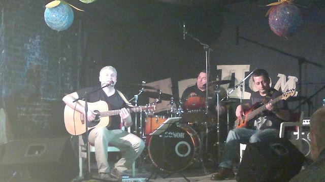 Е. Климов - вокал гитара, А. Блохин - бас-гитара, Г.Гордеев - барабаны.